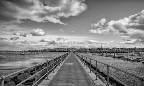IRLANDIA / Dun Laoghaire / brak / Droga przez port