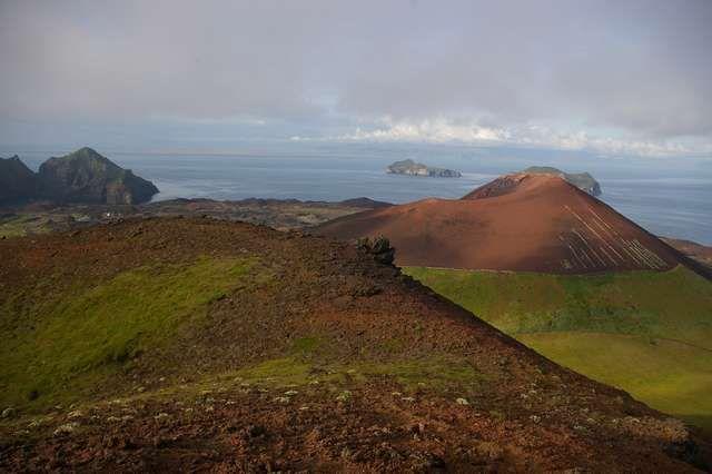 Zdjęcia: Wyspa Heimaey, Wyspy Westmanów, Widok na wulkan Eldfell, ISLANDIA