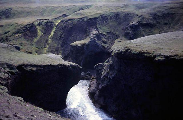 Zdjęcia: Islandia, Kanion Torfahlaup, Miś i człowiek, ISLANDIA