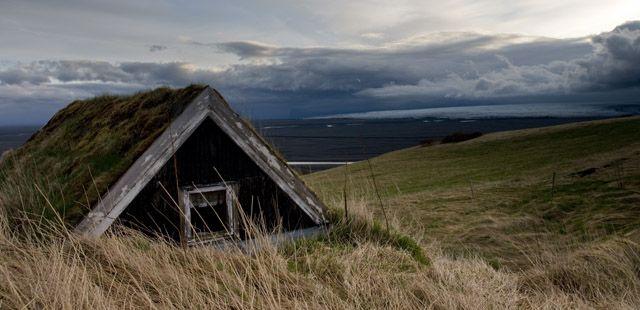 Zdjęcia: Bolti, Stary dom z lodowcem w tle, ISLANDIA