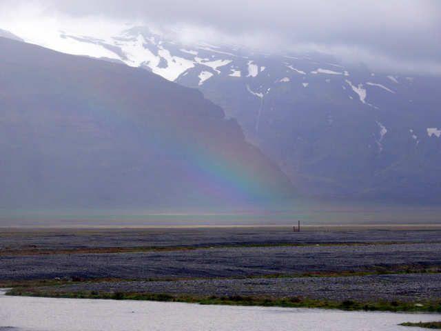 Zdjęcia: Okolice Vik, Południowa Islandia, Tęcza przed lodowcem Vatnajokull, ISLANDIA