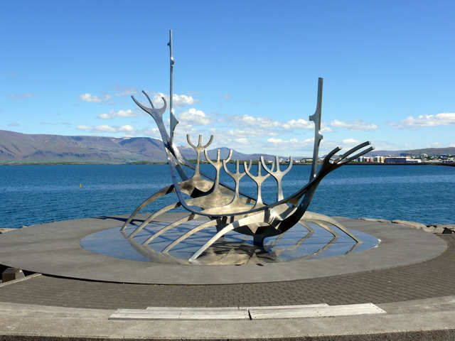 Zdj�cia: Reykjavik - S�lfar, czyli s�oneczny podr�nik - rze�ba J�na Gunnara Arnasona, Pd. Zach. Islandia, S�oneczny podr�nik, ISLANDIA