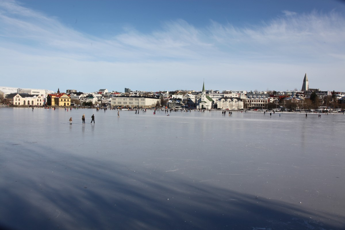 Zdjęcia: Jezioro Tjornin , Reykjavik, In Blue, ISLANDIA
