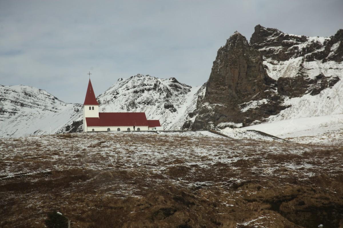 Zdjęcia: Vik, Południowe wybrzeże, Kościół na wzgórzu, ISLANDIA