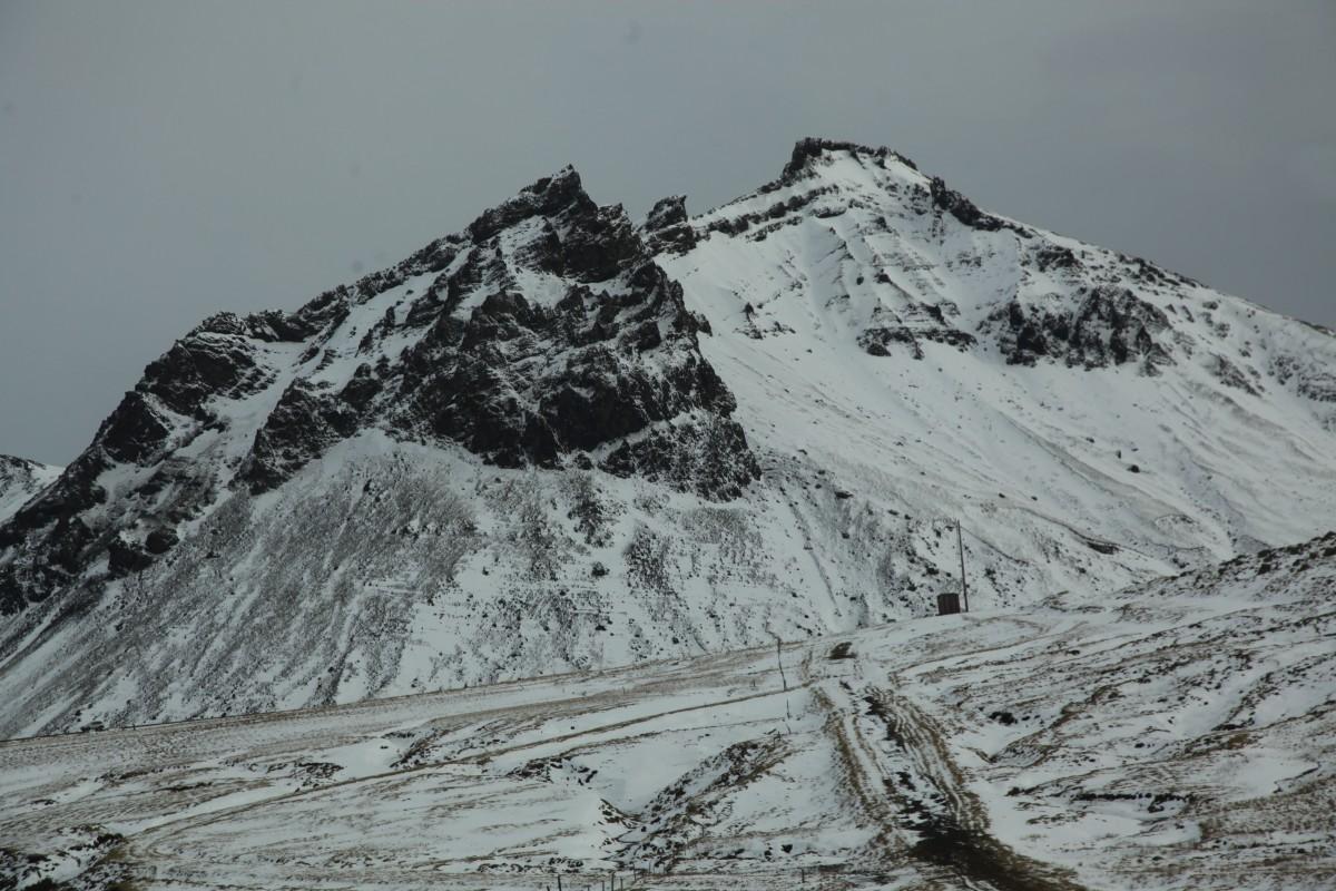 Zdjęcia: Reynisfjall , Południowe wybrzeże, Góra z ptaszkiem na szczycie, ISLANDIA