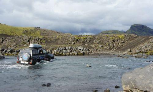 Zdjęcie ISLANDIA / interior / gdzies w srodku wyspy / dolewanie wody do chlodnicy ;)