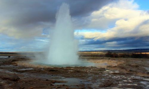 Zdjecie ISLANDIA / południowy zachód / Pola geotermalne Haukadalur / STROKKUR