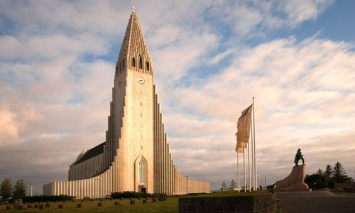 ISLANDIA / - / Reykjavik / Kościół Hallgrimskirkja.
