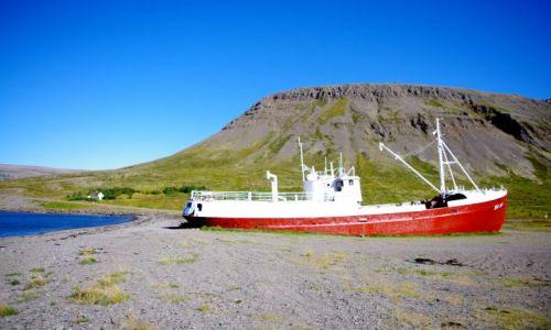 ISLANDIA / połnoc Islandii / gdzieś wśród fiordów / okręt lądowy