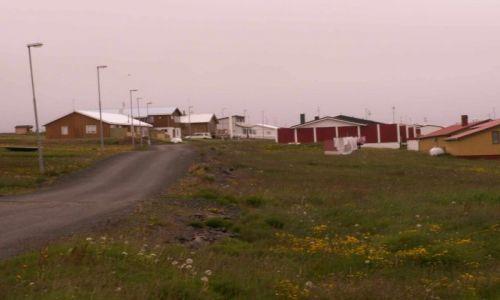 Zdjecie ISLANDIA / polnocna islandia / wyspa Grimsey / uliczka na wyspie Grimsey