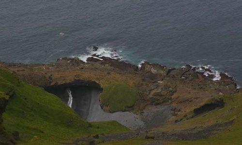 Zdjęcie ISLANDIA / Wyspy Westmanów / Wyspa Heimaey / Kameralna mini plaża