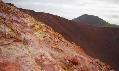 Zdjęcie ISLANDIA / Wyspy Westmanów / Wyspa Heimaey / Młody i stary-Eldfell i Helgafell