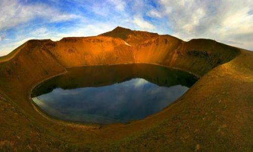 ISLANDIA / Okolice Jeziora Myvatn / Krafla / Krater Viti