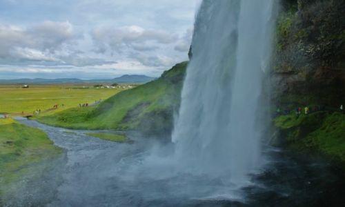 Zdjecie ISLANDIA / poludnie Islandii / Seljalandfoss / z 60 metrów :)