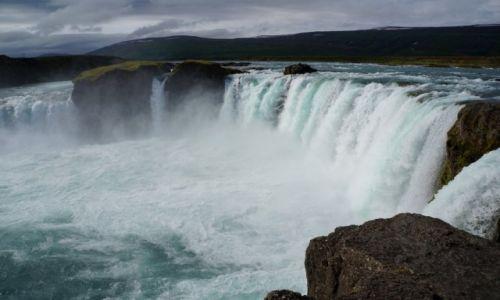 Zdjęcie ISLANDIA / płn Isladnia / wodospad Goðafoss / Wodospad Bogów