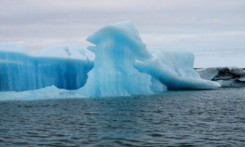 Zdjecie ISLANDIA / Południowa Islandia / Laguna Jokulsarlon / niebieska góra lodowa