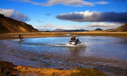 Zdjecie ISLANDIA /  Park Narodowy Fjallabaki  / Landmannalaugar / W drodze czasem nie jest łatwo