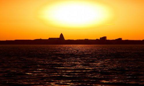Zdjecie ISLANDIA / Höfuðborgarsvæðið / Reyjkavik / Reykjavik o zachodzie słońca.