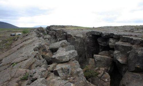 Zdjecie ISLANDIA / południowo-zachodnia Islandia / Pingvelir - miejsce styku płyt kontynentalnych / pęknięcie