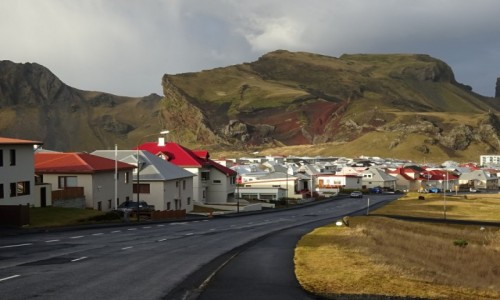 ISLANDIA / Vestmannaeyjar / Heimaey / Dzisiaj nie widać skutków wybuchu wulkanu