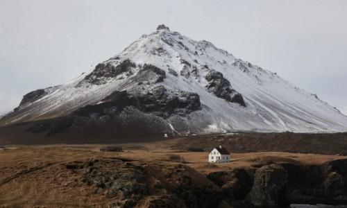 Zdjęcie ISLANDIA / Półwysep Snæfellsnes /  Arnarstapi / W cieniu wulkanu
