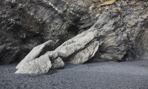 Zdjęcie ISLANDIA / Południowe wybrzeże / Czarna plaża Reynisdrangar / Formacje skalne