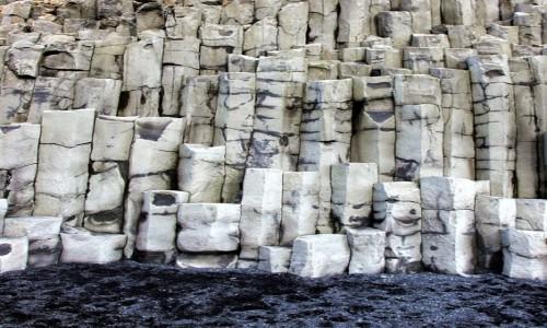 ISLANDIA / Południowe wybrzeże / Vik / Bazaltowe skały