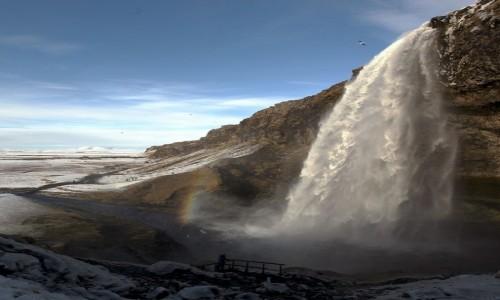 ISLANDIA / Południowe wybrzeże / Seljalandsfoss  / Nad wodospadem