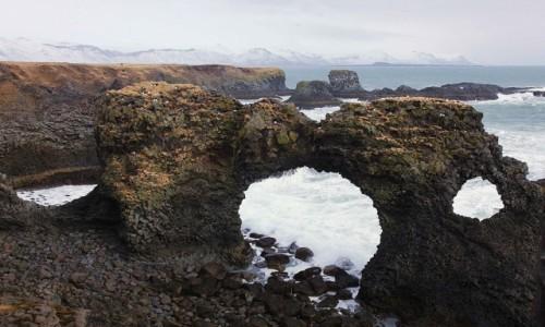 ISLANDIA / Półwysep Snæfellsnes / Arnarstapi / Łuk skalny Gatklettur
