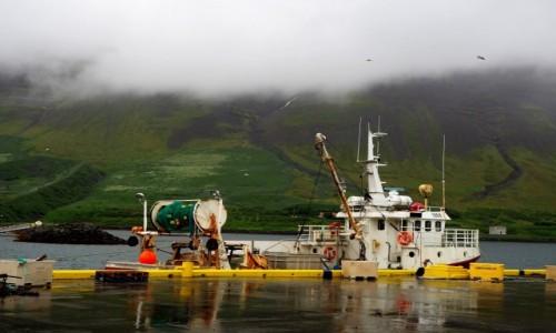 Zdjecie ISLANDIA / Firdy zachodnie / Flateyri / obrazek z chmurami