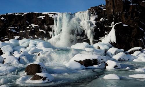 Zdjęcie ISLANDIA / okolice Reykjaviku / Park Narodowy  Þingvellir / Zimowy wodospad