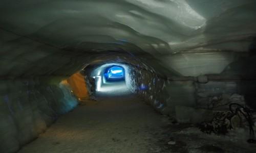 ISLANDIA / zachodnia Islandia / lodowiec Langjökull / Lodowa jaskinia