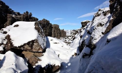 Zdjęcie ISLANDIA / Park Narodowy Thingvellir / Wąwóz Almannagjá / Na styku płyt tektonicznych: eurazjatyckiej i północnoamerykańskiej