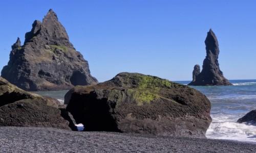 Zdjecie ISLANDIA / okolice Vik / Plaża Kirkjufjara  / Trolle zaklęte w skały