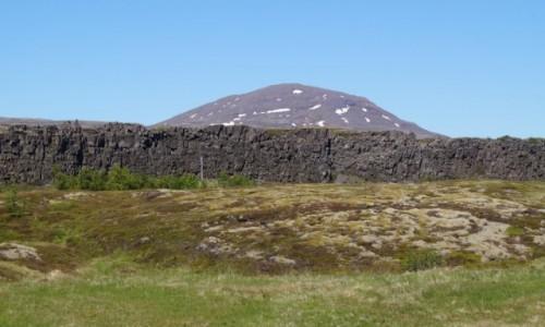 Zdjecie ISLANDIA / Thingvellir / Thingvellir / Kształty antropogeniczne - ściana i kopiec