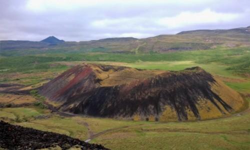 Zdjecie ISLANDIA / okolice Myvatn / mniejszy krater Grabrok / Kolory krateru Grabrok cieszą oczy