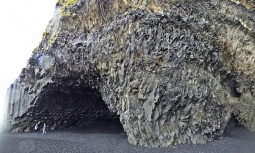 ISLANDIA / Islandia południowa / Reynisfjara - czarna plaża / Islandia - kraina tysiąca planet