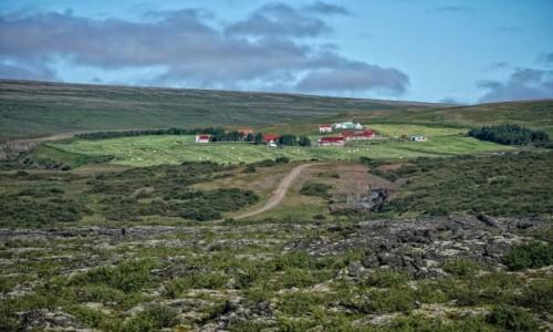 ISLANDIA / środkowa Islandia / niedaleko drogi / Miasteczko?