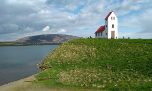Zdjecie ISLANDIA / Reykjavik / . / Kościół nad jeziorem