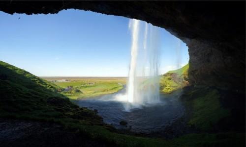 Zdjęcie ISLANDIA / Południowe wybrzeże / Seljalandsfoss  / Spacer wokół wodospadu