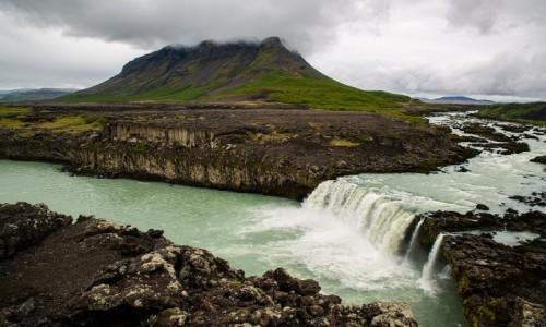 ISLANDIA / Poludnie wyspy / Gdzieś w interiorze / Wodospad