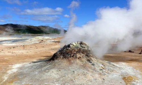 Zdjecie ISLANDIA / Północna Islandia  / Pole Hverarond  / Dymiący kopczyk