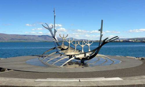 Zdjecie ISLANDIA / Pd. Zach. Islandia / Reykjavik - Sólfar, czyli słoneczny podróżnik - rzeźba Jóna Gunnara Arnasona / Słoneczny podróżnik