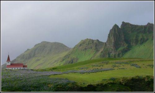 Zdjęcie ISLANDIA / Islandia poludiowa / Kolo miejscowosci Vik / Samotny kosciol