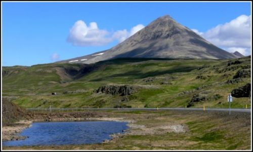 Zdjecie ISLANDIA / Islandia zachodnia / W okolicach Bifrost / Imponujacy szczyt
