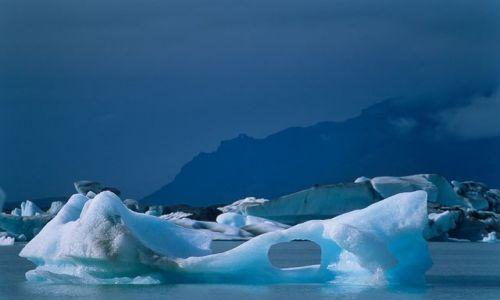 Zdjecie ISLANDIA / Południowa część wyspy / Jokulsarlon / Wśród gór lodow