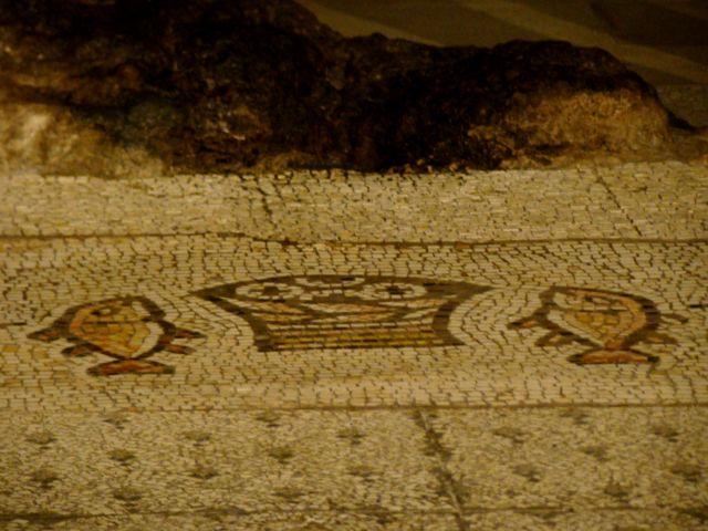 Zdj�cia: Kafarnaum, Ko�ci� rozmno�enia chleba i ryb (Prymatu �w. Piotra)- mozaika, IZRAEL
