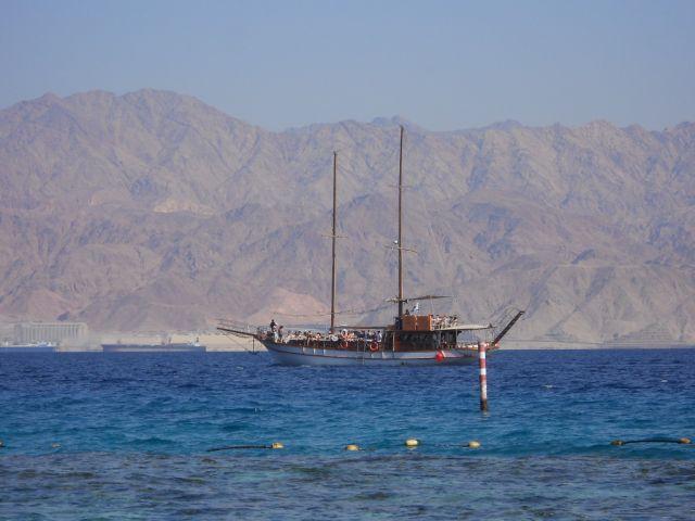 Zdjęcia: Dystrykt Poludniowy /  Eilat, Stateczek w zatoce Akaba, IZRAEL