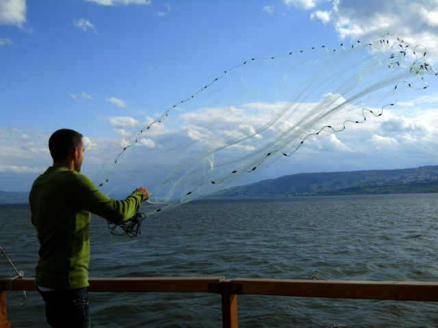 Zdjęcia: Galilea, Rybak na jez. Galilejskim, IZRAEL