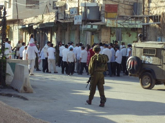 Zdjęcia: Hebron, Palestyna, Wycieczka żydowskich osadników na Starym Mieście w Hebronie, IZRAEL